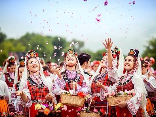 excursie bulgaria festivalul trandafirilor