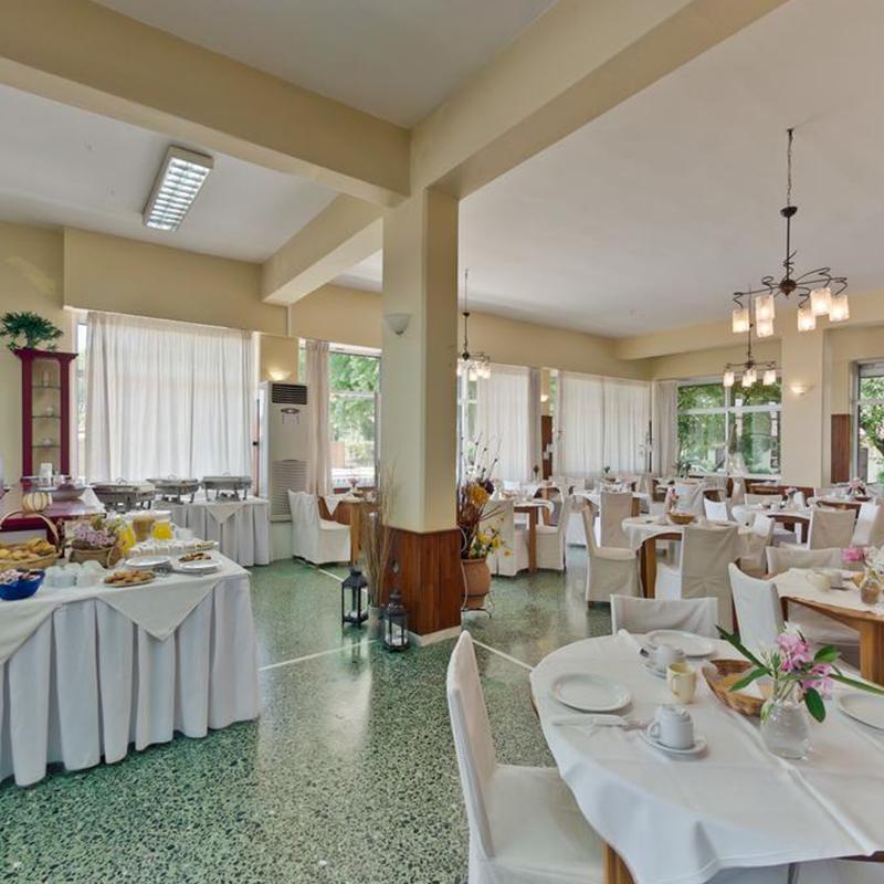 restaurant interior tabara din litochoro grecia