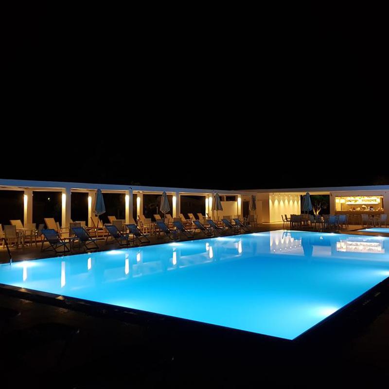piscina noaptea tabara din litochoro grecia