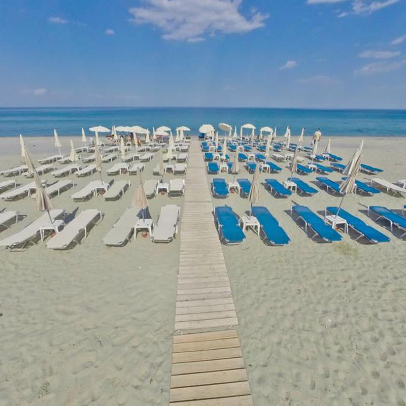 plaja sezlong tabara din litochoro grecia